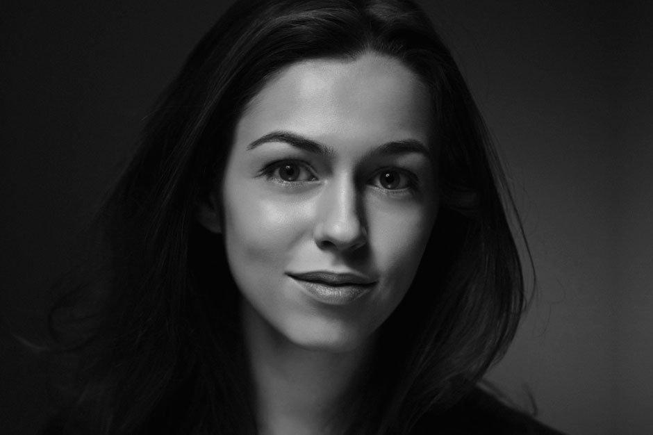headshotlondon-black-and-white-portrait-of-young-writer